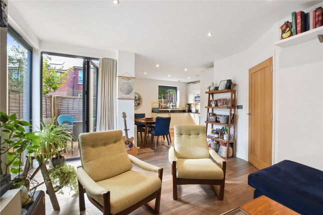 Thumbnail Flat for sale in Lascotts Road, London