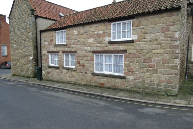Thumbnail Cottage to rent in Crown Square, Kirkbymoorside