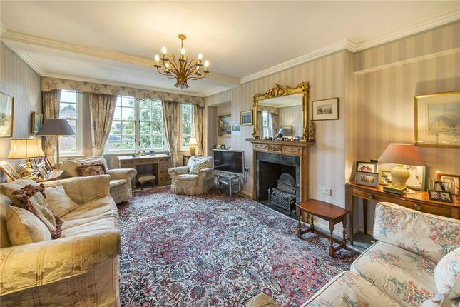 3 bed flat for sale in Cranmer Court, Whiteheads Grove, Chelsea, London