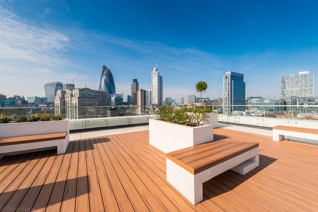 Roof Terrace of Kensington Apartments, Cityscape, Aldgate E1