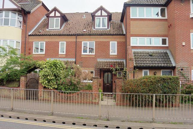 Thumbnail Town house for sale in Olivet Way, Fakenham
