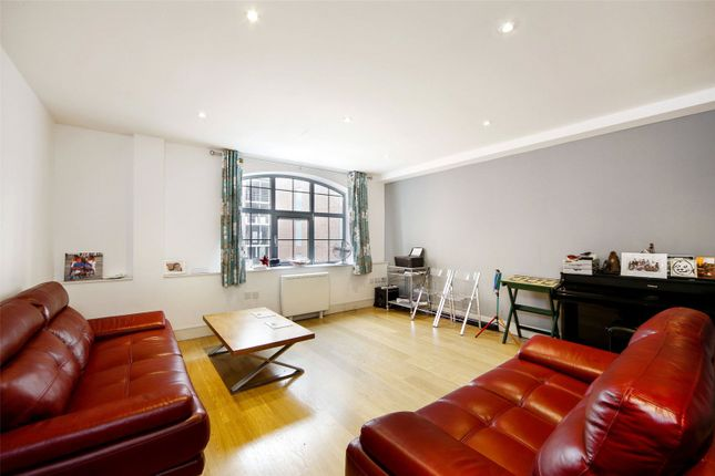 2 bed flat for sale in Bell Yard Mews, London