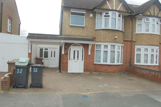Thumbnail Semi-detached house to rent in Highmead Road, Luton