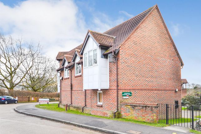 Thumbnail Flat for sale in South Court, Summerfields, Ingatestone