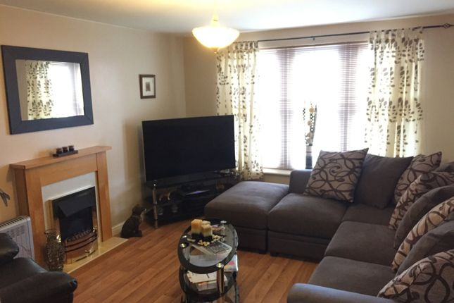 Thumbnail Flat to rent in Lincoln Way, North Wingfield, Chesterfield