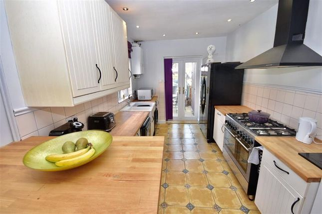 Thumbnail Property to rent in Wallis Road, Kettering