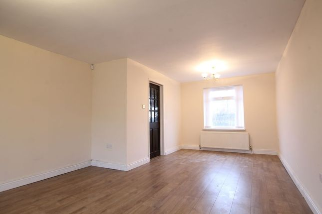 3 bed semi-detached house to rent in Durham Avenue, Washington