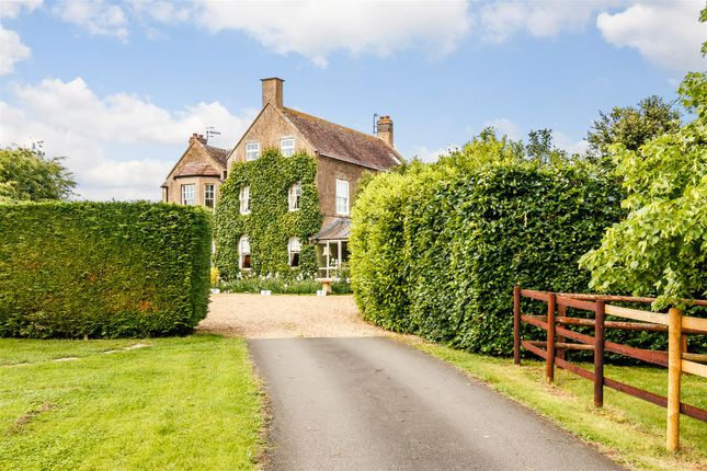 Thumbnail Equestrian property for sale in Bowers Hill, Evesham, Worcestershire