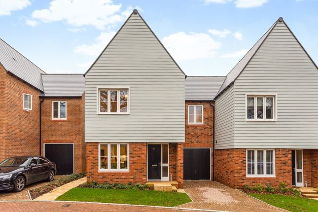 Thumbnail Detached house to rent in Tern Avenue, Horsham