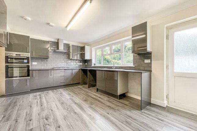5 bed property to rent in Weymarks, Laindon, Basildon SS15
