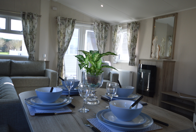 Early Bird Or Night Owl? You'Ll Find Things To Do At Any Time Of Day At Marlie Holiday Park. The Willerby Skye Boasts A Stunning Lounge Area With Ample Space For All The Family To Gather Together At The End Of A Long Day. The Spacious Fully-Equipped Kitchen Is Perfect For Those Family Meal Times.
