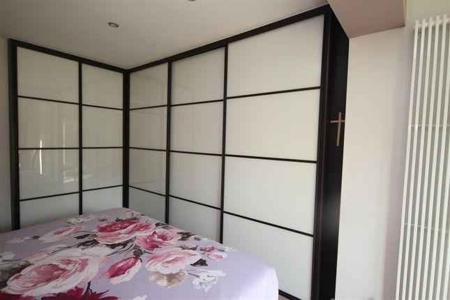 Master Bedroom (Rear)