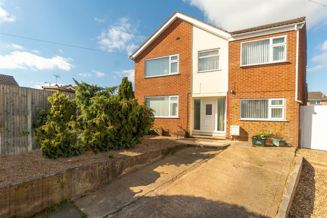 4 bed detached house for sale in Dover Beck Close, Calverton, Nottingham NG14