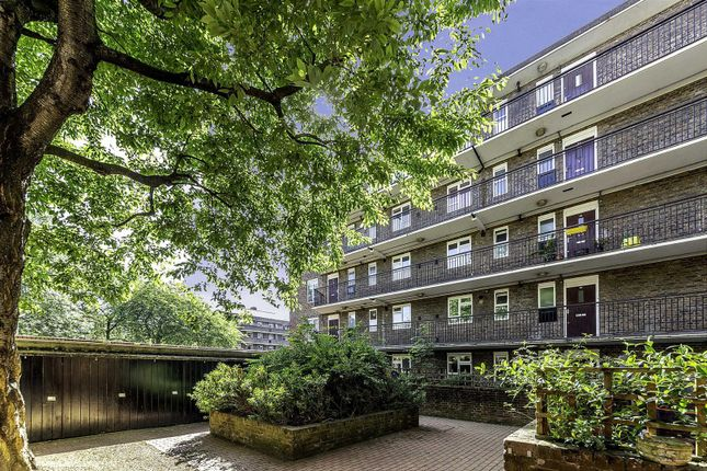 Flat to rent in Windsor Street, London