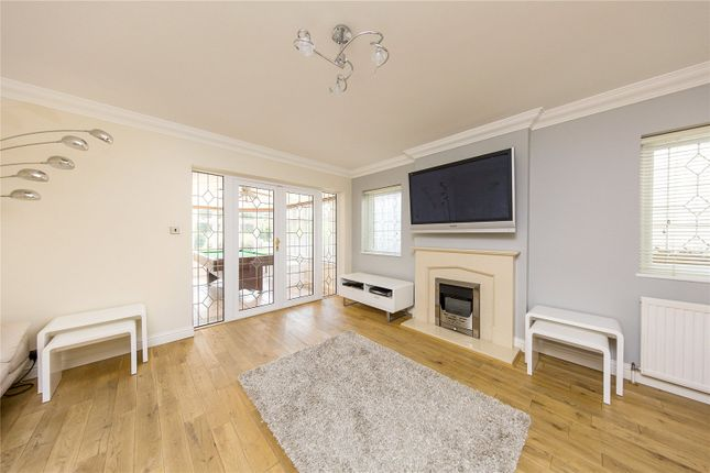 Picture No. 21 of River Drive, Upminster RM14