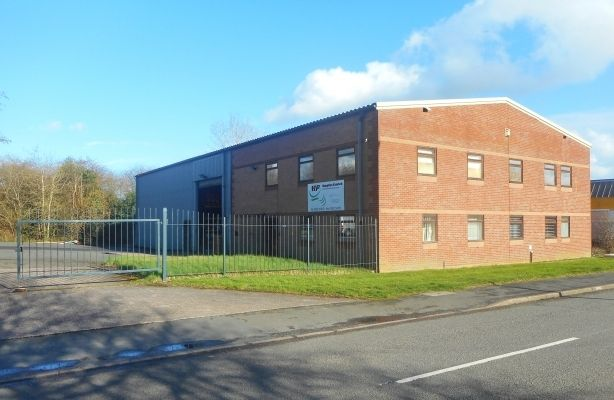 Thumbnail Warehouse to let in Former M & P Supplies Premises, Cemetery Road, Dawley, Shropshire