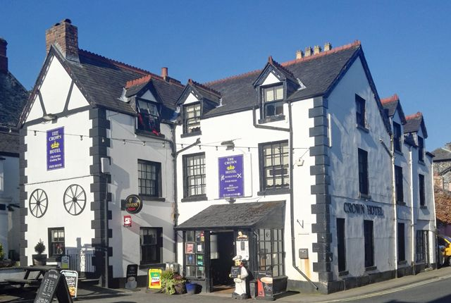 Thumbnail Pub/bar for sale in Corwen, Denbigshire