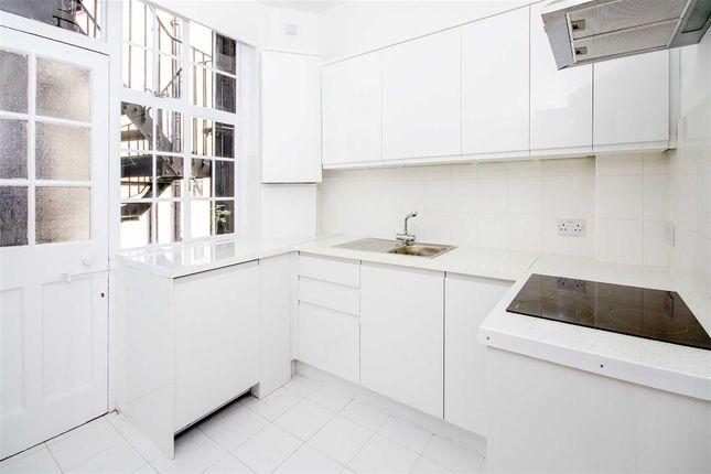 3 bed flat to rent in Glenloch Road, London