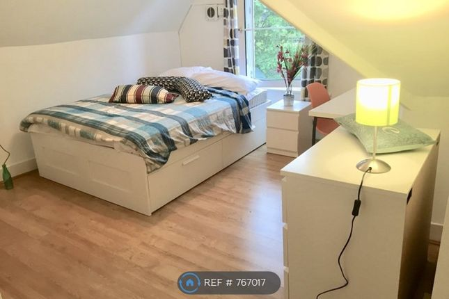 Fully Furnished Top Floor Room