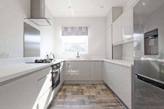 Modern Kitchen of Thompson Road, Botanical Gardens, Sheffield S11