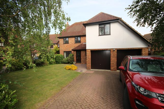 5 bed property to rent in Barley Close, Langdon Hills, Basildon SS16
