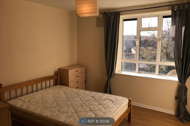 Thumbnail Flat to rent in Garraway House, London