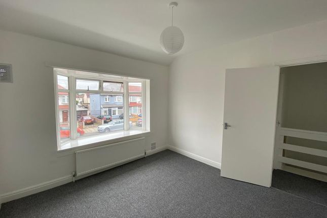 Thumbnail Flat to rent in Brooklands Drive, Greenford, Greater London