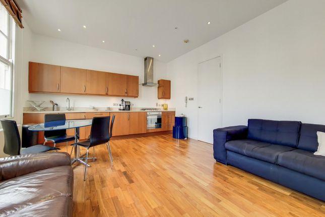 2 bed flat for sale in Battersea Rise, London SW11