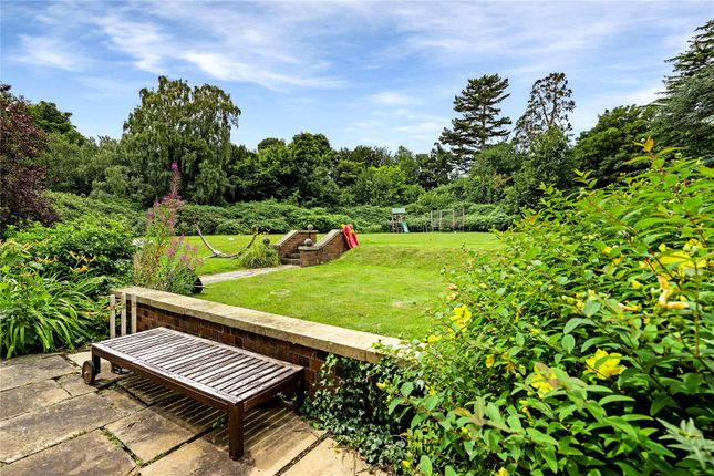 Gardens of Birstall Road, Birstall, Leicester, Leicestershire LE4