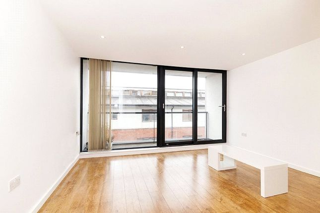 Thumbnail Flat to rent in Waterson Street, London, (1st Floor)