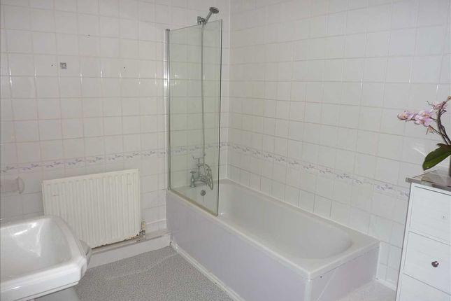 Bathroom of Grimsby Road, Cleethorpes DN35