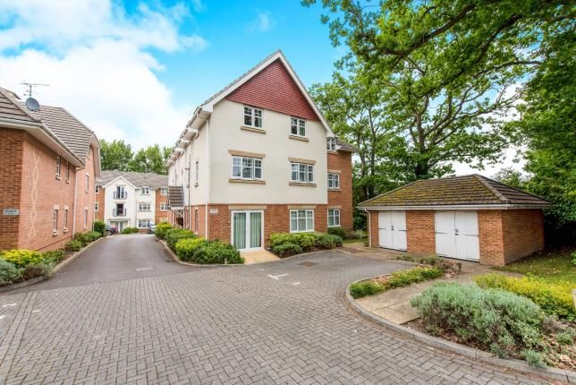 Thumbnail Flat for sale in Lightwater, Surrey, United Kingdom