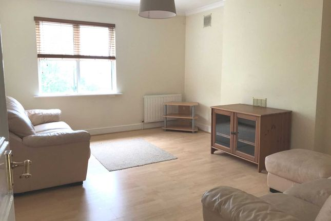 3 bed flat to rent in Habiba House, Colney Hatch Lane, Muswell Hill N10
