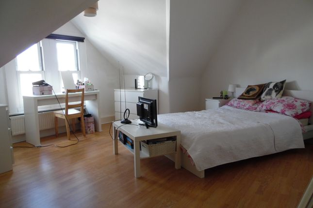 Thumbnail Flat to rent in St Johns Road, Clapham Junction