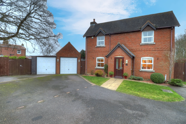 Thumbnail Detached house for sale in The Hedges, Botley Road, Horton Heath, Eastleigh