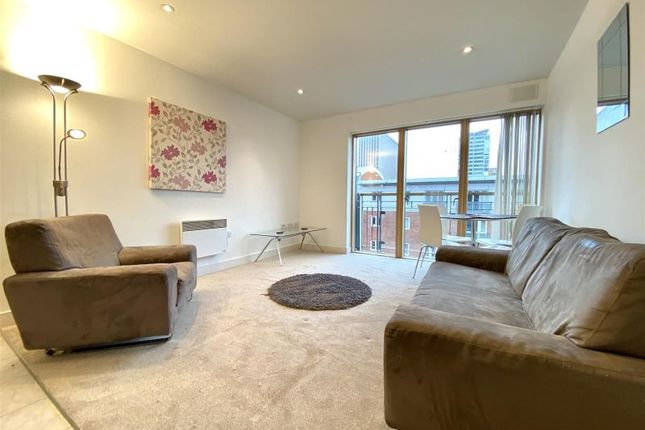 Flat to rent in Canal Wharf, Waterfront Walk, Birmingham