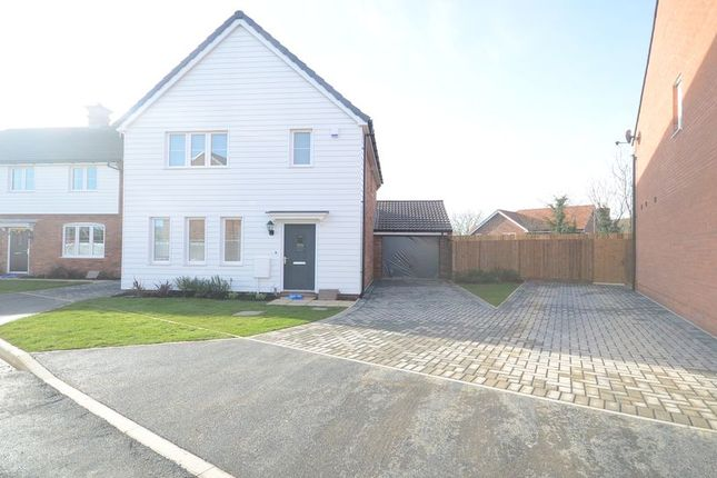 Thumbnail Detached house to rent in Loddon Bridge Road, Woodley, Reading