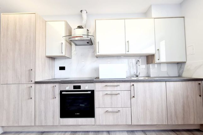 Thumbnail Flat to rent in Reston House, Western Road