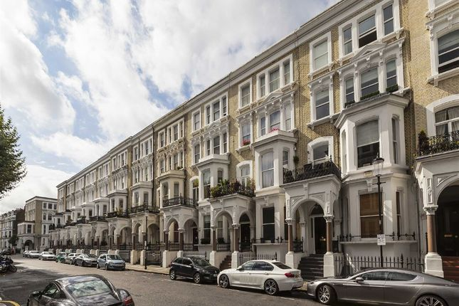 3 bed flat to rent in Redcliffe Square, London