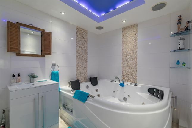 Jacuzzi Bath From Door