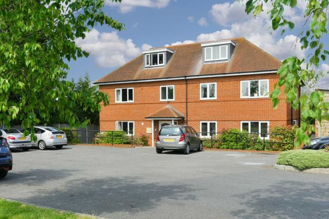 Thumbnail Flat to rent in Vernon Close, West Ewell, Epsom