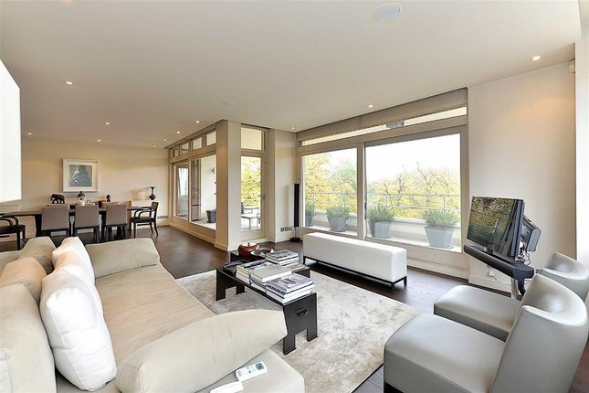 Thumbnail Flat for sale in Imperial Court, London