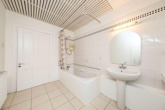 Bathroom of Norwood Terrace, Dundee DD2