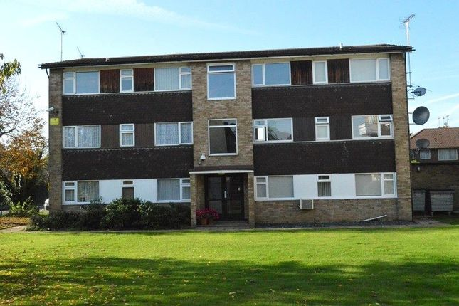 Thumbnail Flat to rent in Laburnum Grove, Slough, Berkshire.