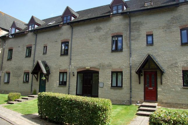 Thumbnail Flat to rent in Lakeside, Ducklington Lane, Witney