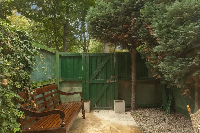 Garden of Swan Passage, London E1