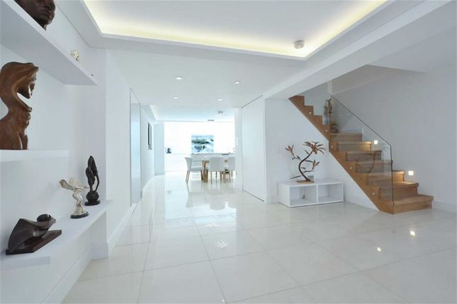 Thumbnail Property to rent in Meadowbank, Primrose Hill, London