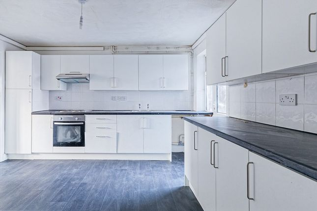 Thumbnail Flat for sale in Convamore Road, Grimsby