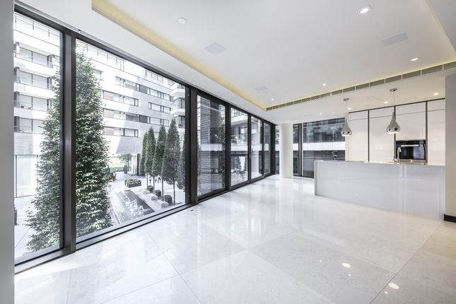 Thumbnail Flat to rent in Hanover House, Crown Square, London