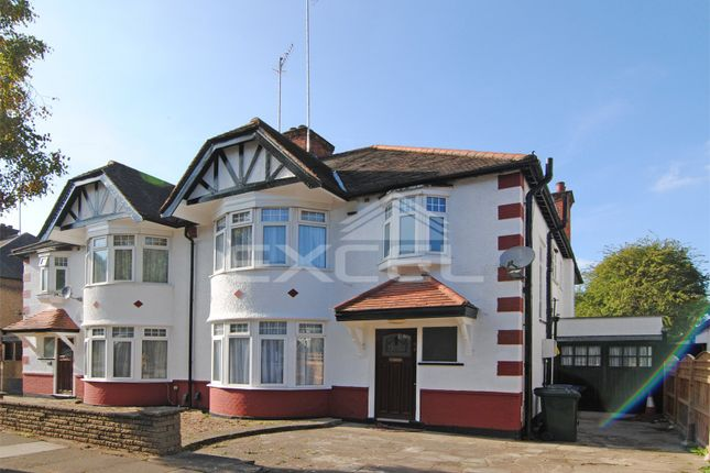 4 bed flat to rent in Lyndhurst Gardens, Finchley Central, London